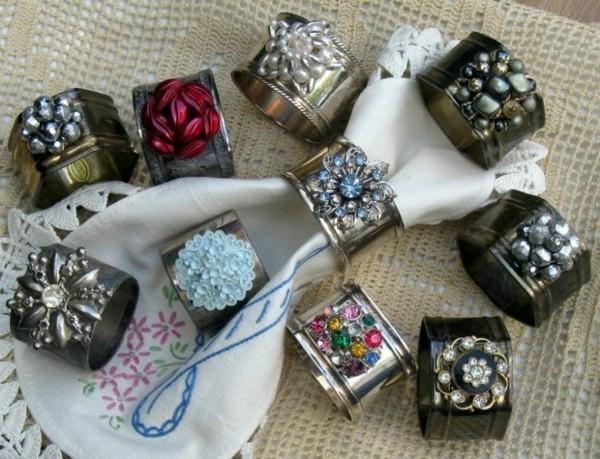 de vieux bijoux employes pour ces ronds de serviette diy
