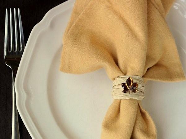 fleur de lis en rond de serviette simple en ficelle paillette