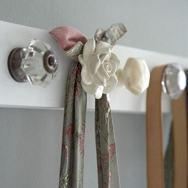 Poignées de portes réutilisées comme crochets