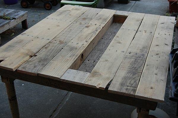 table de jardin en palette trou mileu