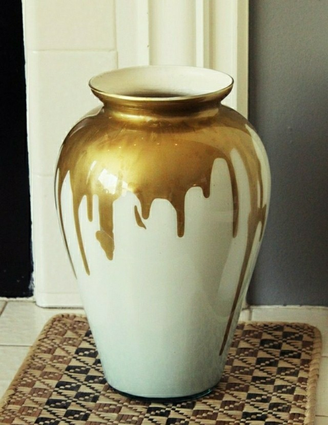 vase design en verre laiteux la maison diy. Black Bedroom Furniture Sets. Home Design Ideas
