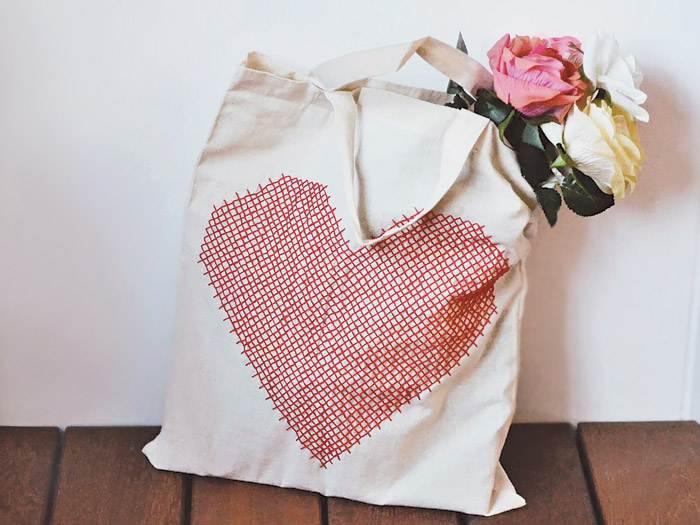 Comment broder un coeur sur un sac en tissu