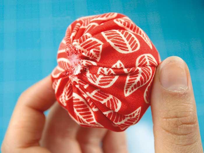 DIY fraise en tissu etape 6