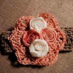 Le bracelet à fleur en crochet