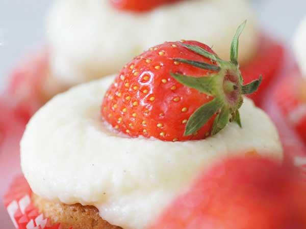cupcakes-aux-fraises-juteuses-2