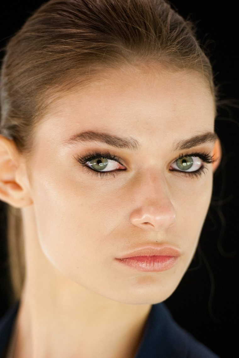 etre belle ete maquillage yeux tendance avon