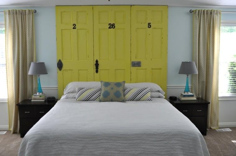 fabriquer une tete de lit en bois porte jaune