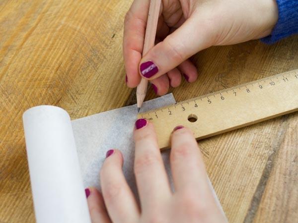 tisser une corbeille en papier etape 2