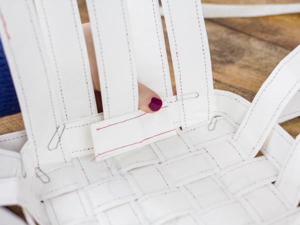tisser une corbeille en papier etape 8