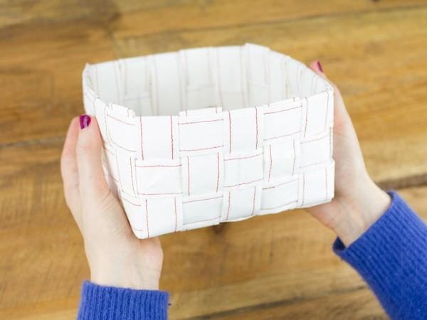 Tissez une corbeille en papier