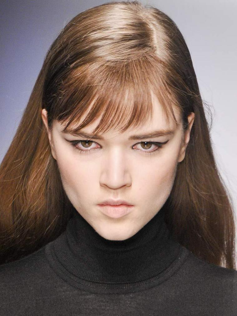 coiffure-femme-cheveux-lisses