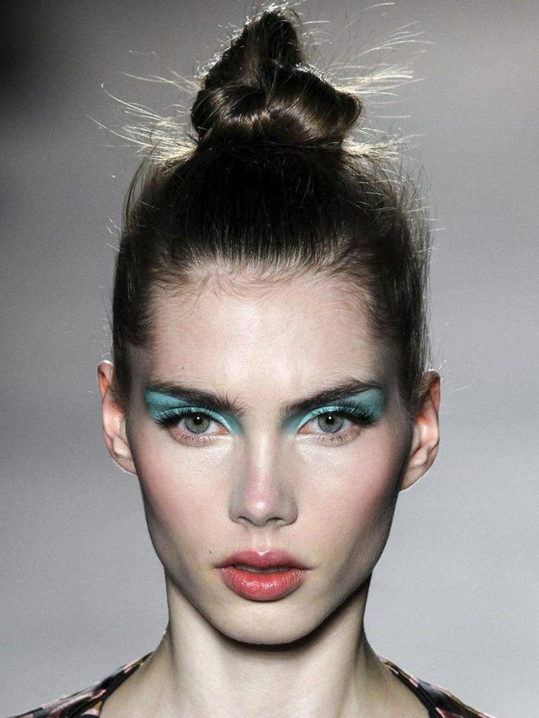 femme-coiffure-tendance-vogue-moderne
