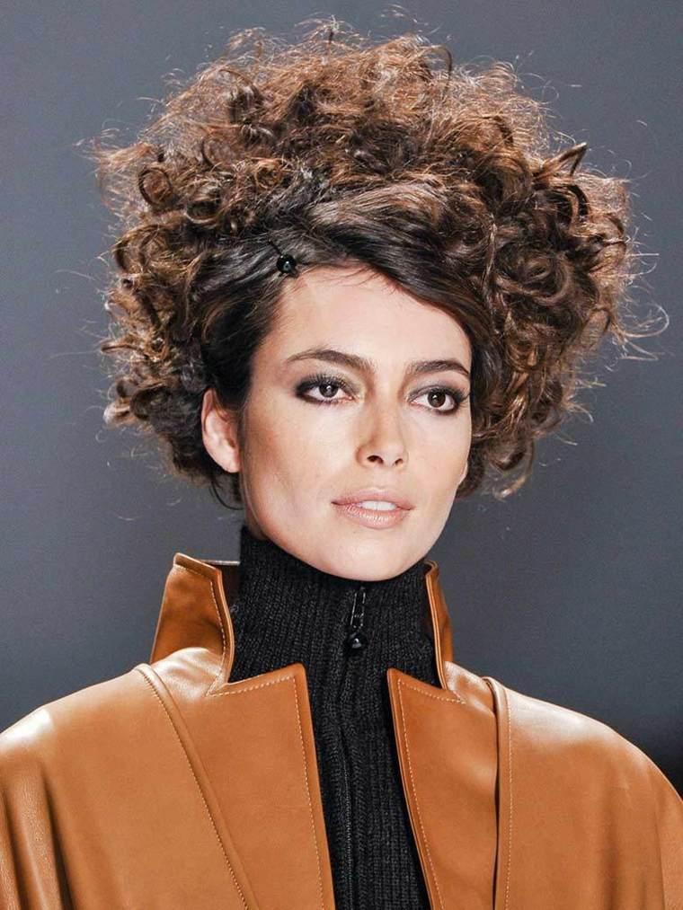 look-vintage-coiffure-femme-automne-la-choucroute-zang-toi