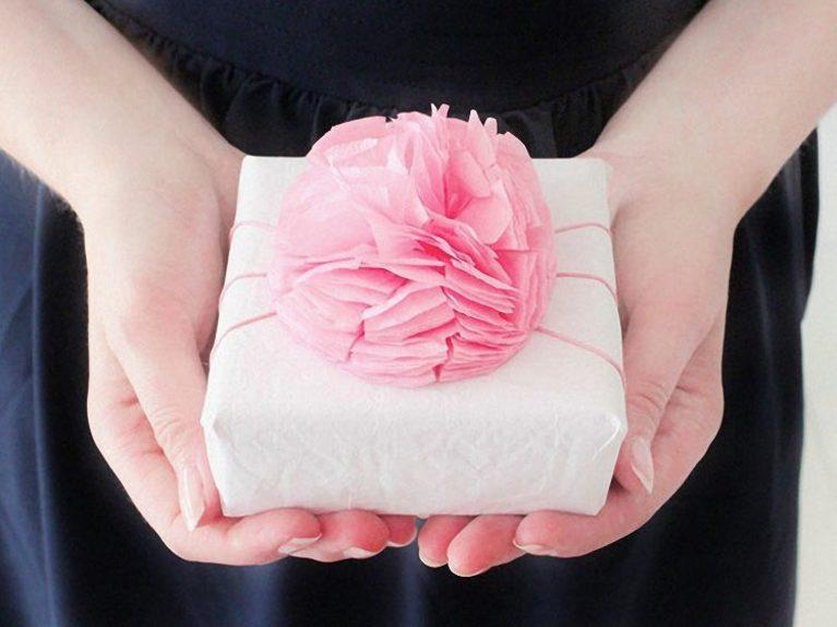 Créer un pompon d'emballage cadeau