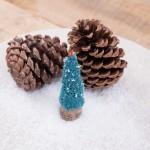 Crocheter de petits sapins de Noël à partir de bouchons en liège