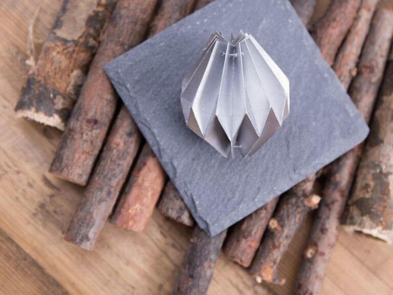 Faire une boule de Noël en origami