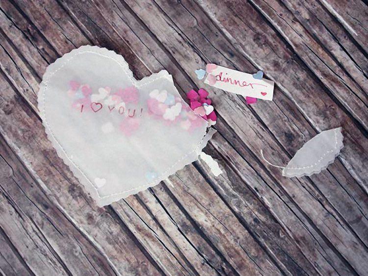 Faire un sachet c ur de confettis pour bon cadeau la - Idee saint valentin deco murale originale avec coeur geant ...