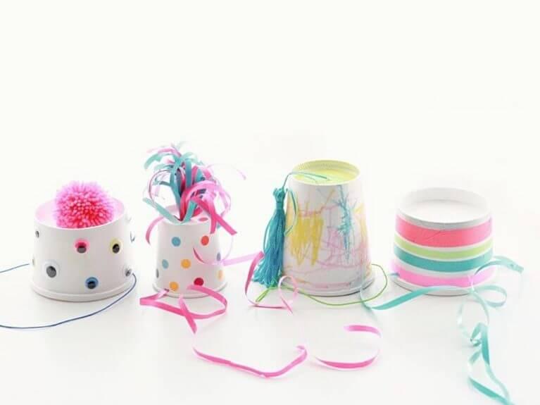 Faire des chapeaux de fête pour et avec des enfants