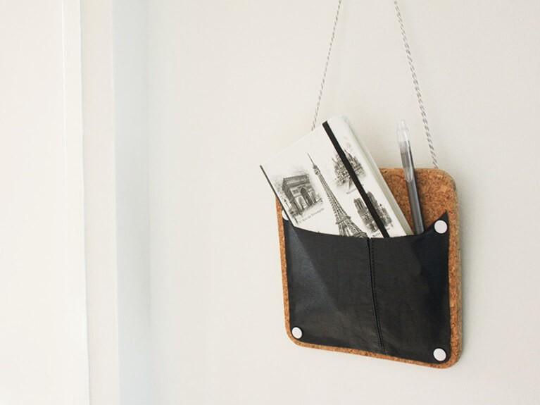 Fabriquez un vide-poche mural en liège et cuir