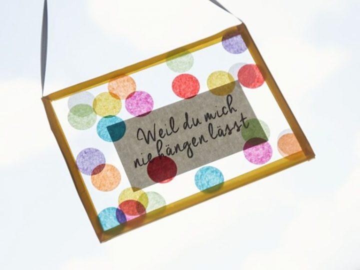 Fabriquer un cadeau en verre orné de confettis