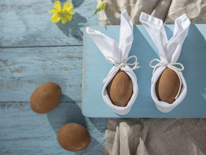 Réaliser des œufs de Pâques aux oreilles en serviette