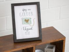 Fabriquer un cadre calligraphié avec une pièce tricotée