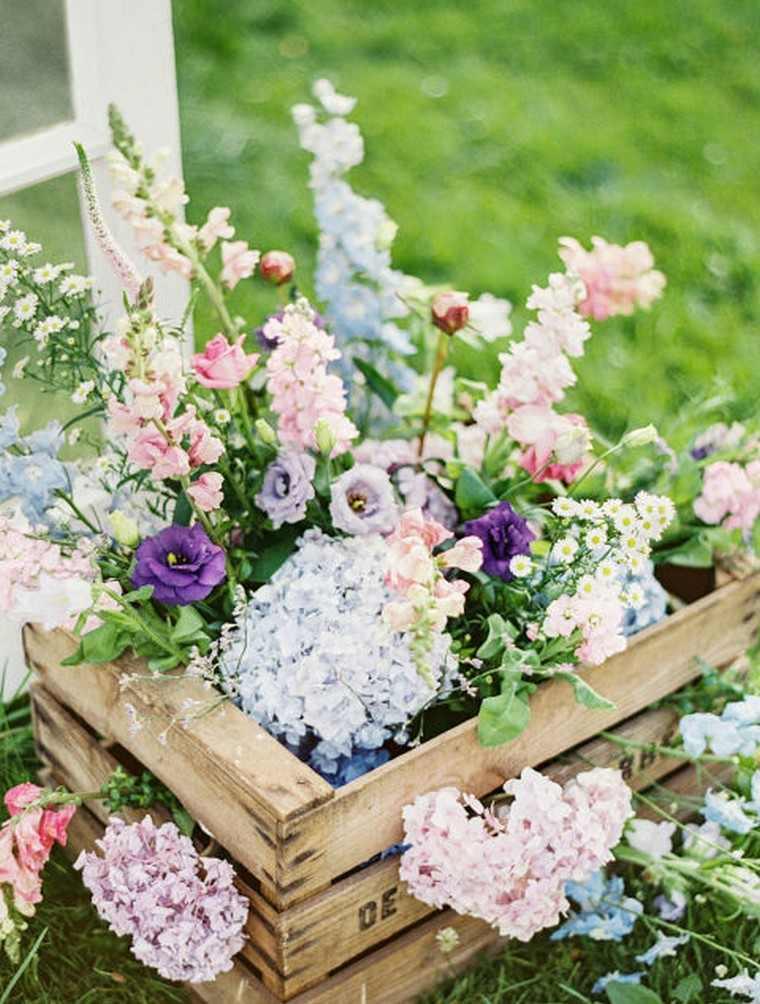 printemps déco idée extérieur maison fleurs paques déco
