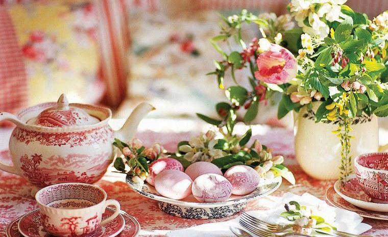 déco table fête paques idée oeufs déco table centre fleurs bouquet