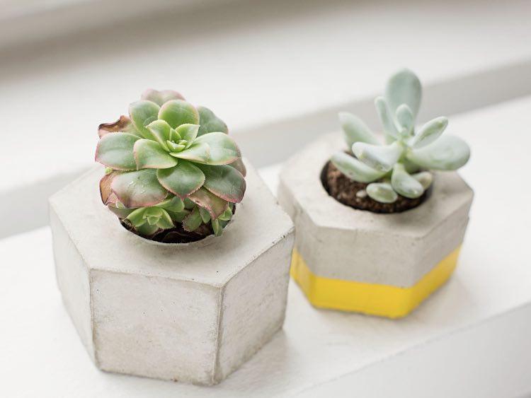 fabriquer un cache pot en b ton hexagonal la maison diy. Black Bedroom Furniture Sets. Home Design Ideas