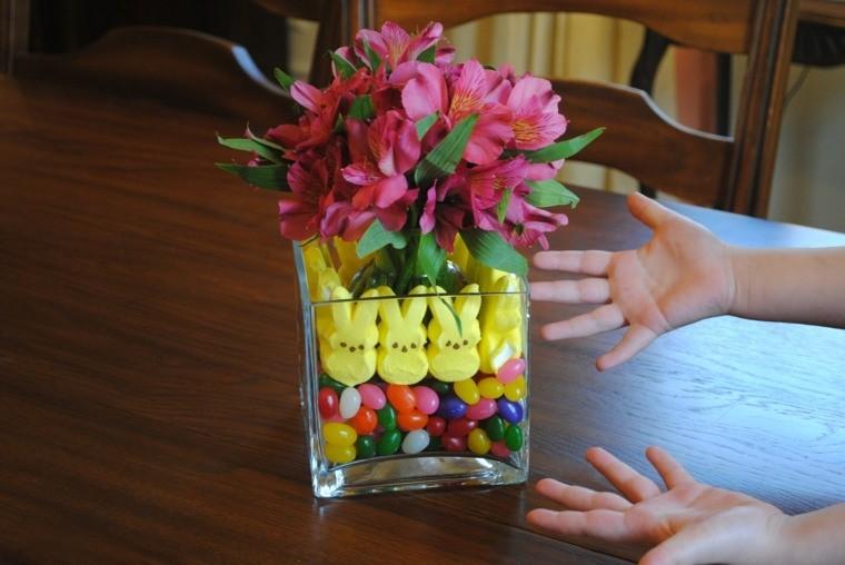 images de pâques vase fleurs printemps déco lapins oeufs bonbons
