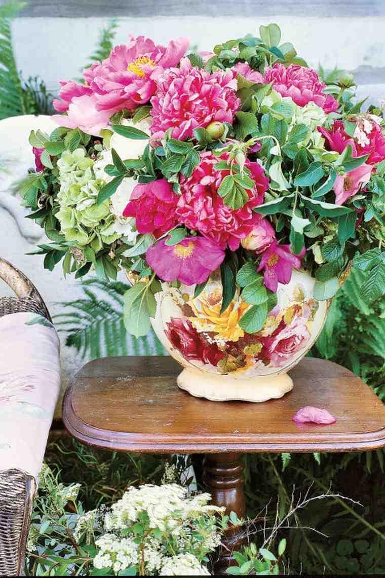 déco table paques idée bouquet fleurs décorer vase idée originale déco