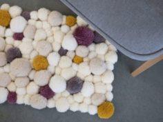 Faire un tapis en pompons DIY