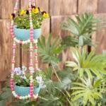 Fabriquer une suspension florale en perles en bois
