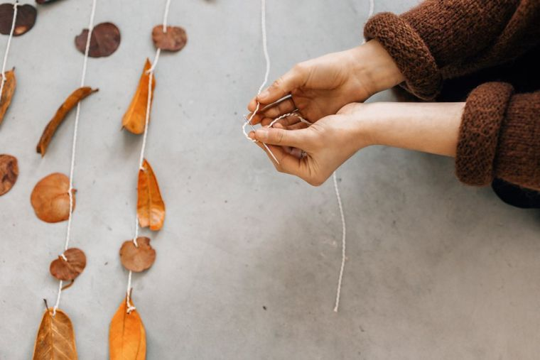 diy suspension déco feuilles-automnales-idees