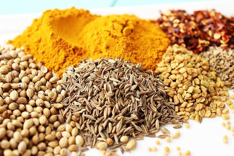 poudre-de-curry-et-autres-epices