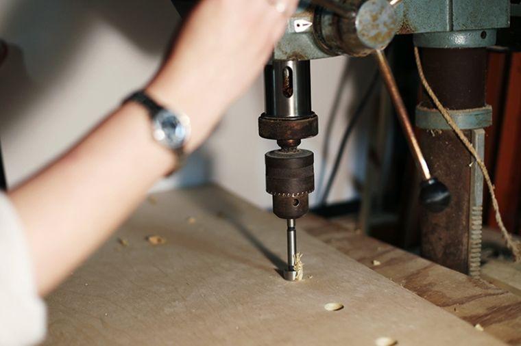 activite-manuelle-fabrication-pegboard-bois-crochets-cles