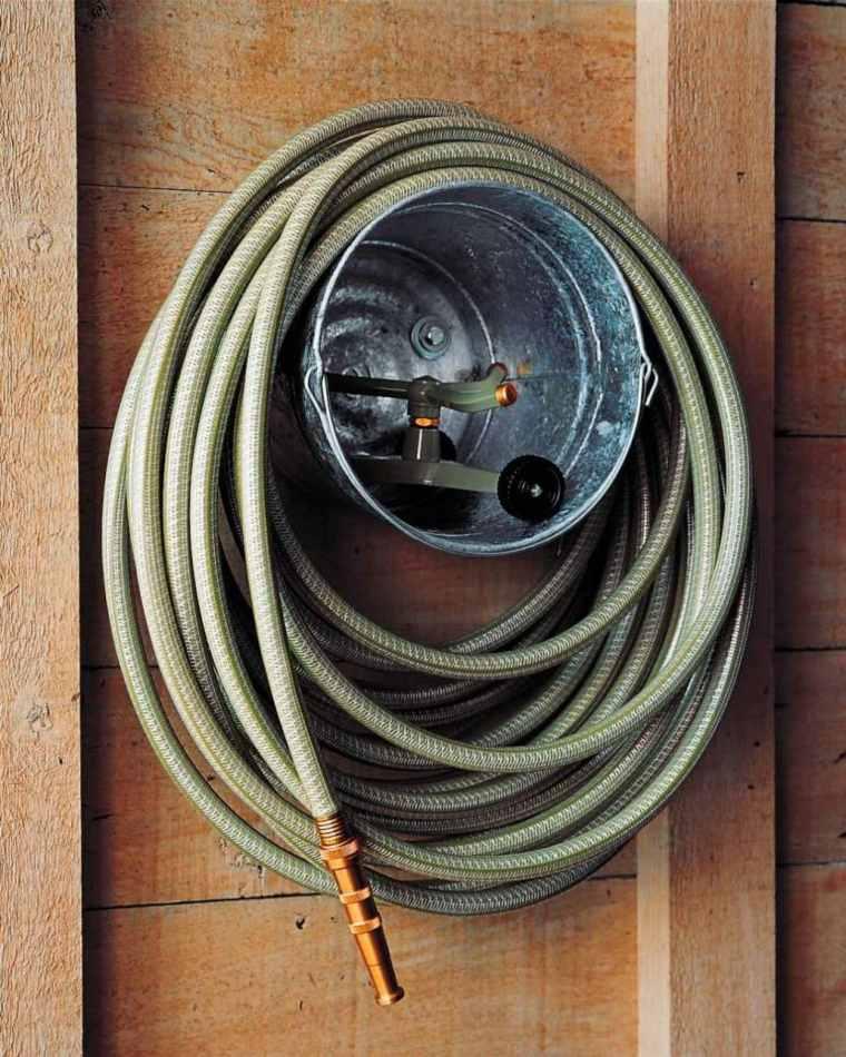 idee-rangement-outils-jardin-mur-garage