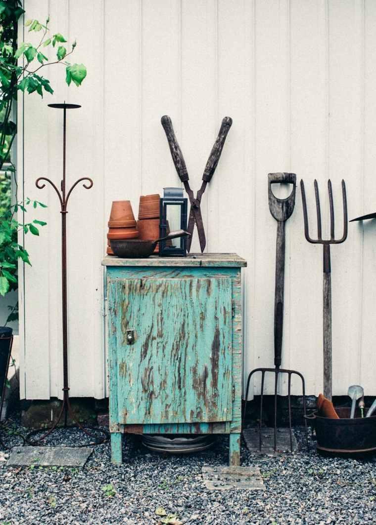 meuble-rangement-instruments-jardinage-exterieur