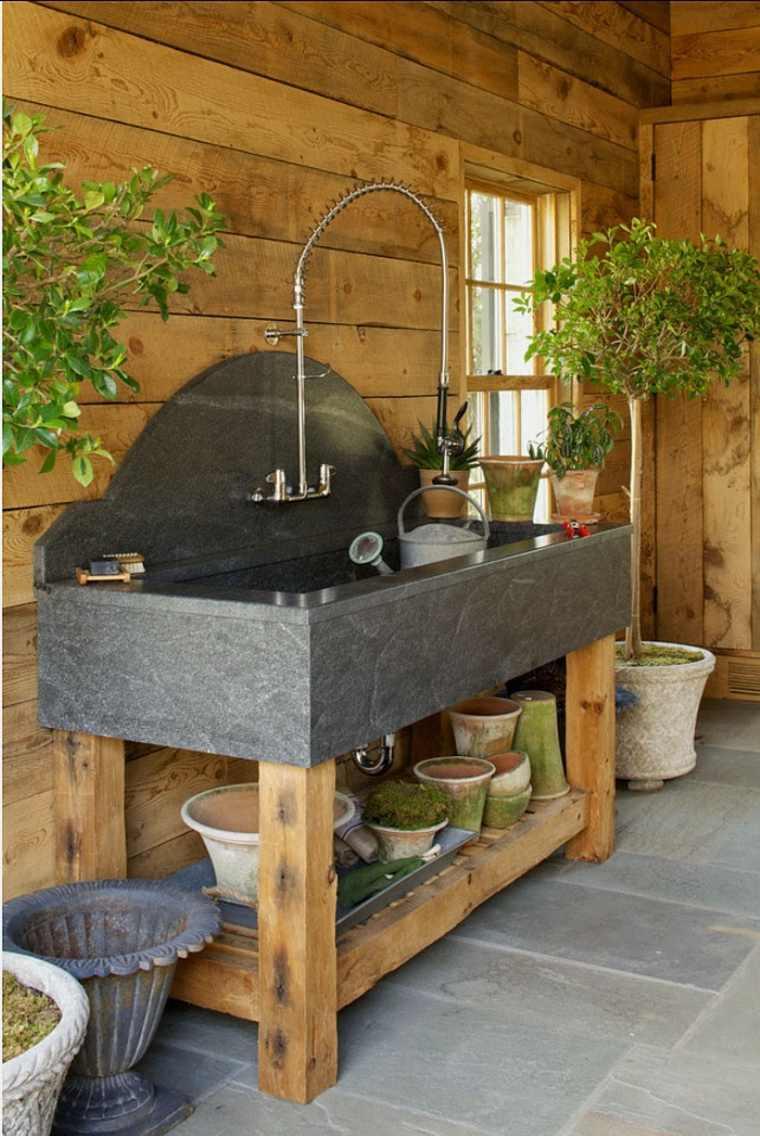 rangement-outils-de-jardin-pot-de-fleur-abri