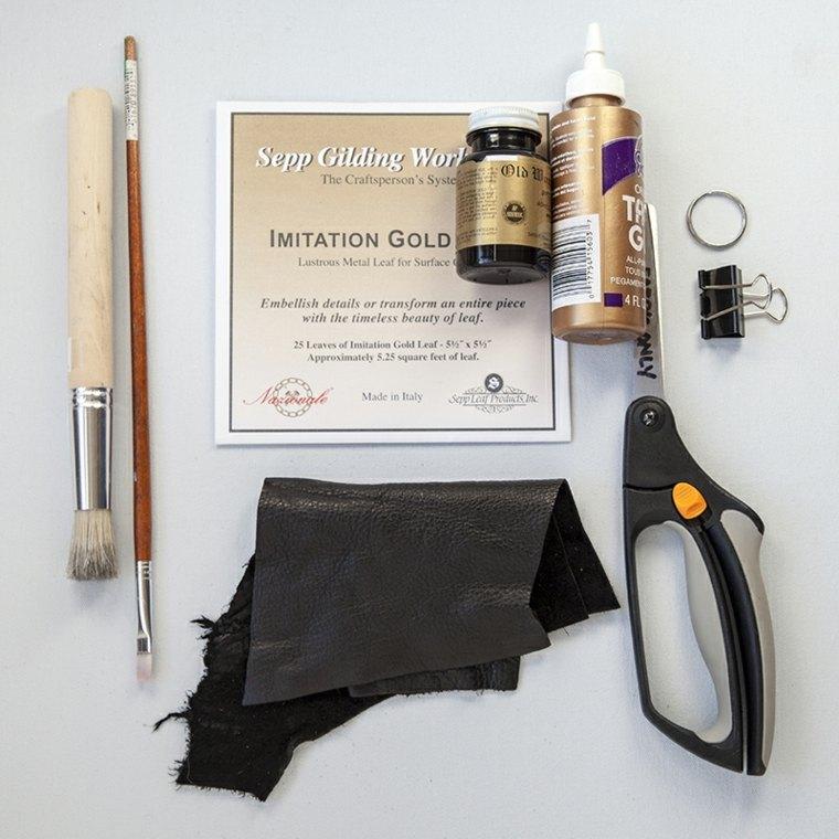 fabriquer une porte clé diy brico cuir feuille dorée