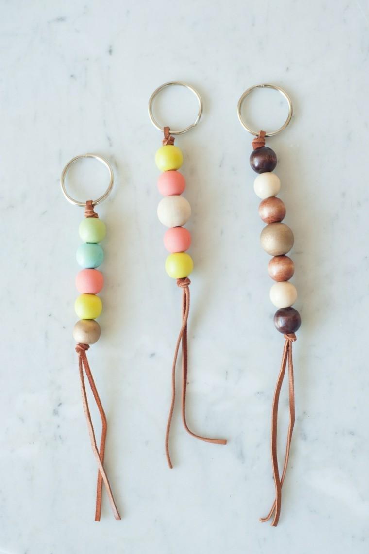 porte clé diy modele perles bois cuir projets creatifs adulte idee