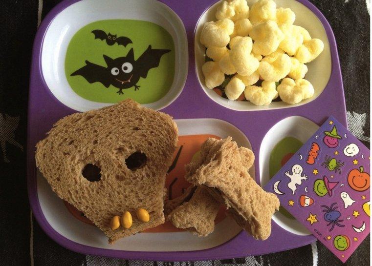 Halloween-Sandwich-forme-de-crane
