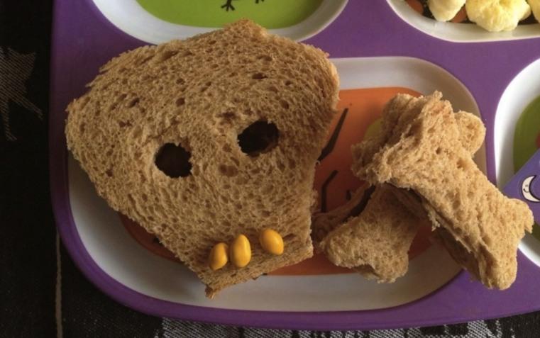 Halloween-Sandwich-forme-de-crane2