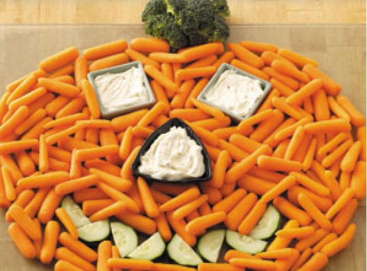 Plateau-vegetarien-en-forme-de-citrouille