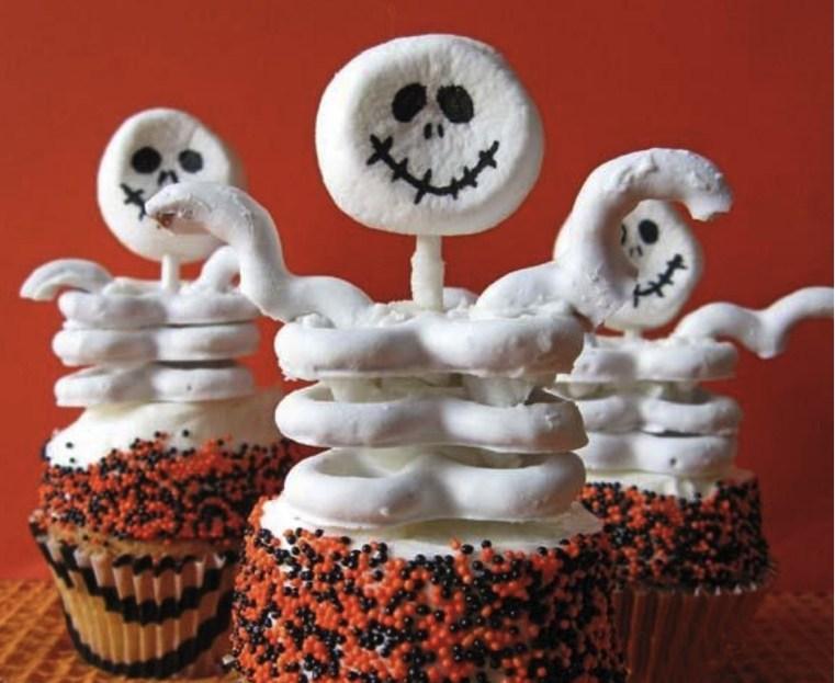 Repas-Halloween-cupcakes-squelettes