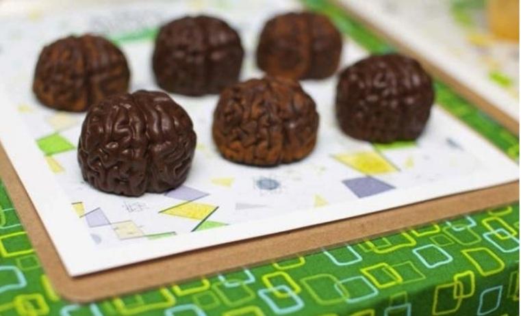 Repas-special-Halloween-cerveaux-au-chocolat