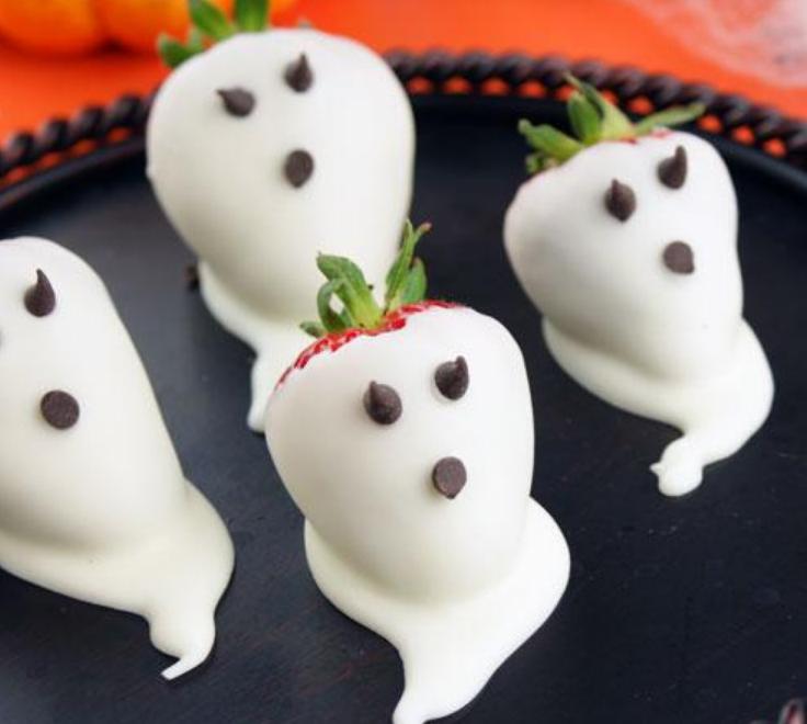 Repas-special-Halloween-fantomes-aux-fraises