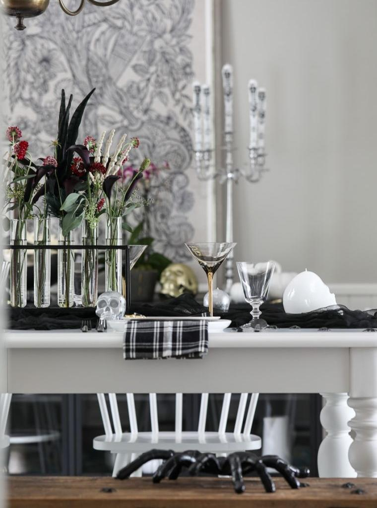deco-effrayante-halloween-table-noir-et-blanc