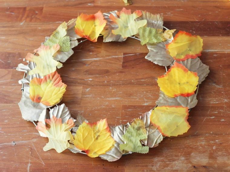 activité automne avec couronne pour porte d'entrée