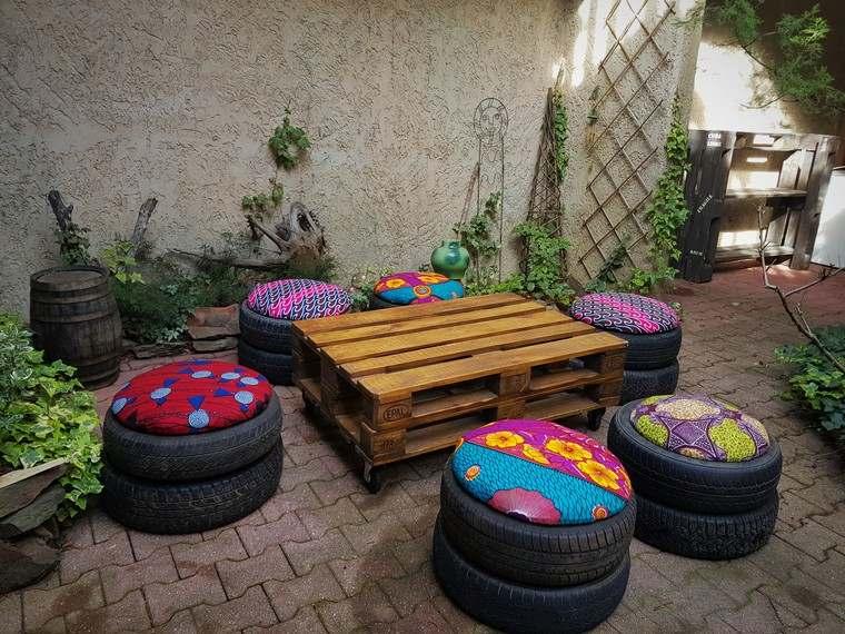 mobilier de jardin pas cher palette bois table basse pneus coussins